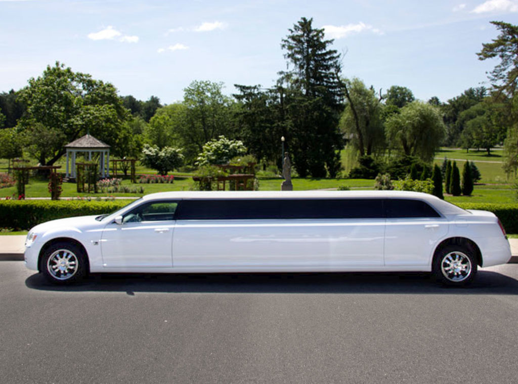 bella-luxury-limo-super-stretch-limousines